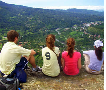 Group of Habla Ya Students at the top of a hike in Boquete, Panama